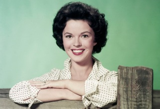 23 de Abril - 1928 – Shirley Temple, atriz estadunidense, adulta.
