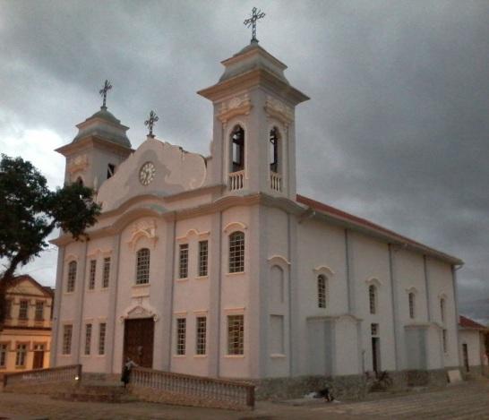 23 de Abril - Vista da Igreja Matriz do Senhor Menino Deus. - Piraí do Sul - PR.