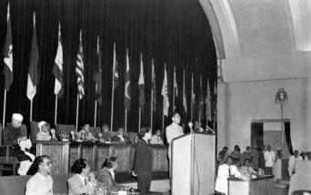 24 de Abril - 1955 — Término da Conferência de Bandung com vinte e nove nações não-alinhadas da Ásia.