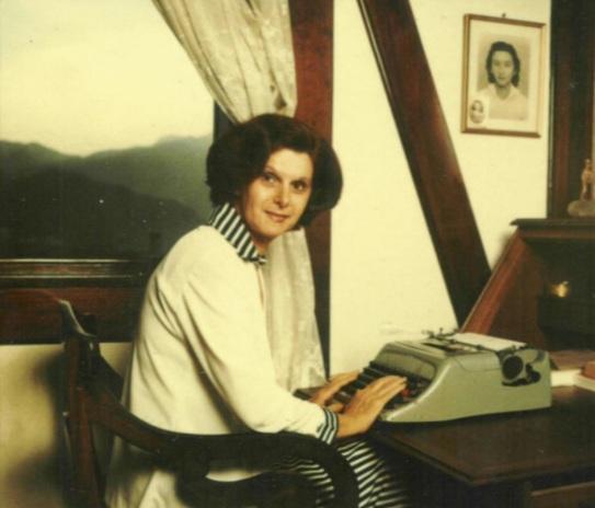 25 de Abril - 1925 — Janete Clair - autora brasileira de folhetins para rádio e televisão (m. 1983)