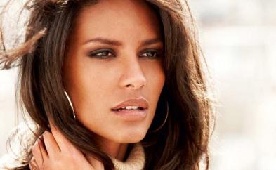 25 de Abril - 1989 — Emanuela de Paula, top-model brasileira.