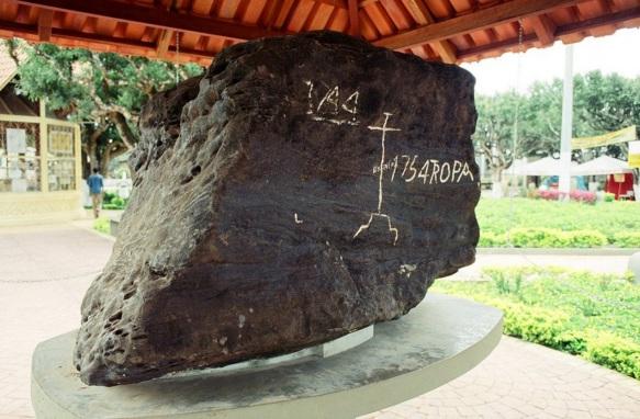 25 de Abril - Itacoatiara (AM) - Pedra pintada.
