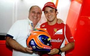25 de Abril - Titônio Massa recebe homenagem do filho Felipe Massa nas cores do capacete.