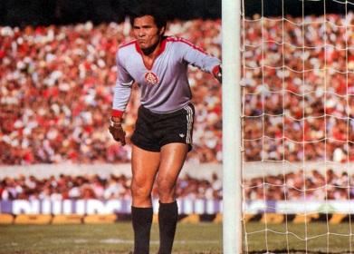 26 de Abril - 1937 — Manga, ex-futebolista brasileiro.