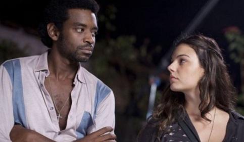 26 de Abril - Em 'Faroeste Caboclo', Fabrício Boliveira faz o protagonista João de Santo Cristo, junto de Ísis Valverde que vive Maria Lúcia.