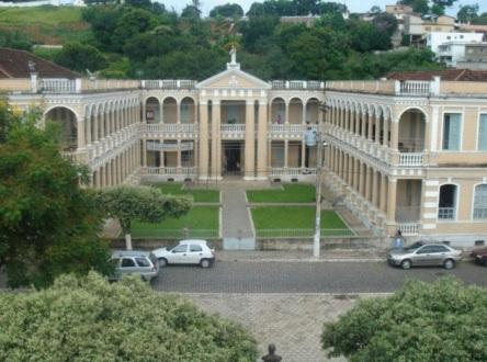 27 de Abril - Leopoldina - MG - Escola Estadual Professor Botelho Reis - Frente.