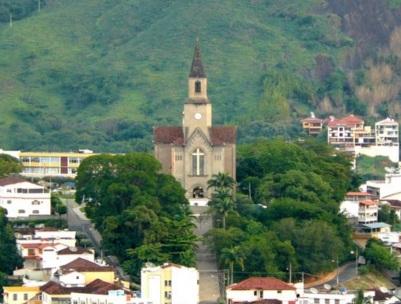 27 de Abril - Leopoldina - MG - Geral da Catedral de São Sebastião.