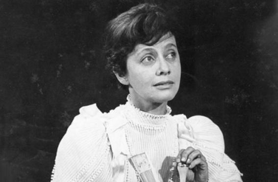 3 de Abril - 1921 — Maria Clara Machado, escritora, diretora de teatro e atriz brasileira (m. 2001).