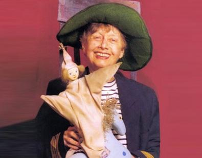 30 de Abril - Maria Clara Machado com seu fantasminha Pluft e seu cavalinho azul.