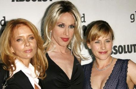 8 de Abril - 1968, Patricia Arquette - atriz norte-americana, com as irmãs Rosanna e Alexis Arquette.