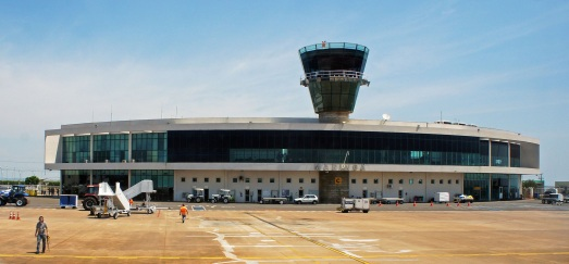 10 de Maio - 1947 - Maringá - PR - Aeroporto Silvio Name Junior.