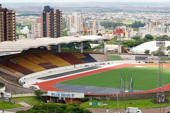 10 de Maio - 1947 - Maringá - PR - Estádio Regional Willie Davids