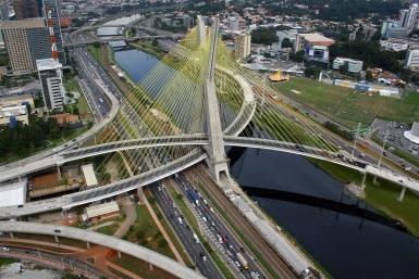 10 de Maio - 2008 — O Complexo Viário Real Parque é inaugurado na cidade de São Paulo.