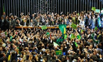 12 de Maio - 2016 – Dilma Rousseff é afastada da Presidência do Brasil pelo Senado dentro do processo de impeachment. Michel Temer assume o cargo em caráter interino.
