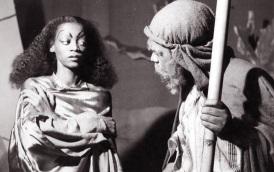 12 de Maio - Ruth de Souza e Abdias Nascimento, em 'O Filho Pródigo'.