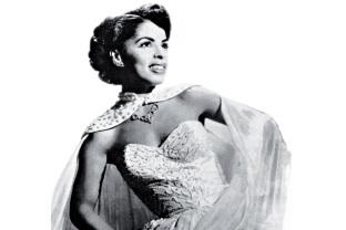 13 de Maio - 1928 – Ângela Maria, cantora brasileira, jovem.