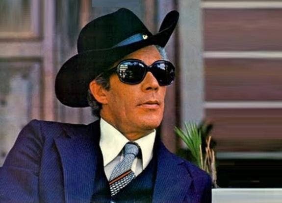 13 de Maio - 1933 — Waldick Soriano, cantor e compositor brasileiro (m. 2008).