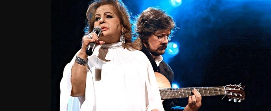 13 de Maio - Angela Maria cantando acompanhada de um violão.