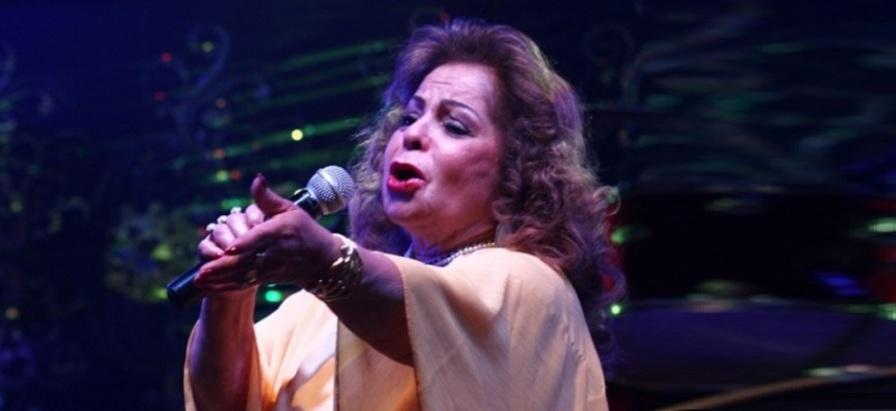 13 de Maio - Angela Maria cantando.