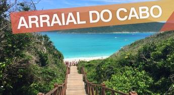 13 de Maio - Arraial do Cabo (RJ) - Escada de acesso à praia. Nome da cidade na foto.