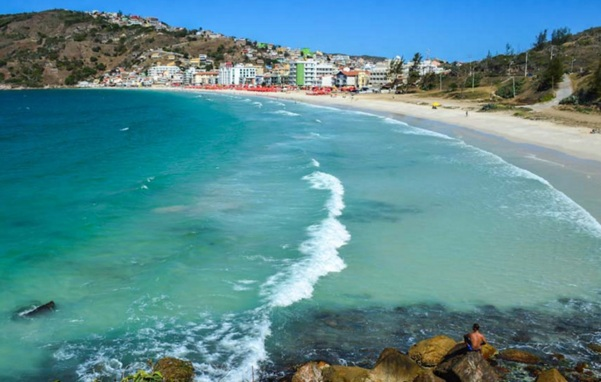 13 de Maio - Arraial do Cabo (RJ) - Vista da cidade a partir das pedras da praia.