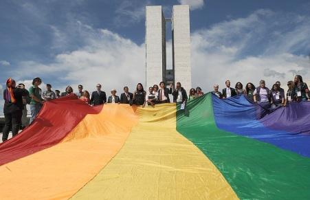 14 de Maio - 2013 – É permitido o casamento entre pessoas do mesmo sexo em todo território brasileiro, através de resolução do Conselho Nacional de Justiça.