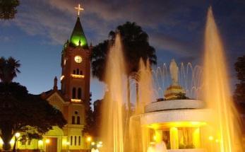 15 de Maio - Monte Alto (SP) - Igreja Matriz iluminada