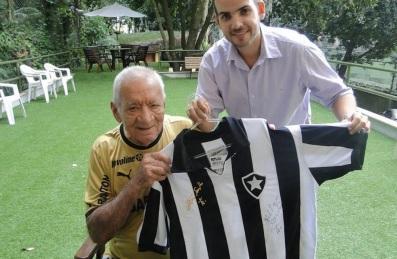 16 de Maio - 1925 – Nilton Santos, futebolista brasileiro, comemorando seu aniversário de 88 anos.