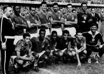 16 de Maio - Brasil 1958 - Vicente Feola (treinador), Djalma Santos, Zito, Bellini, Nilton Santos, Orlando, Gylmar - Garrincha, Didi, Pelé, Vava, Zagallo.