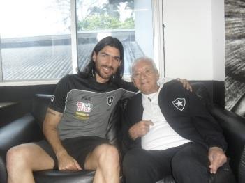 16 de Maio - Nilton Santos com Loco Abreu.