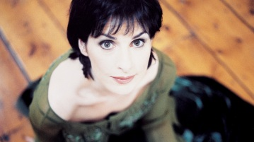 17 de Maio - 1961 – Enya, cantora, irlandesa, wallpaper, papel de parede, close up.