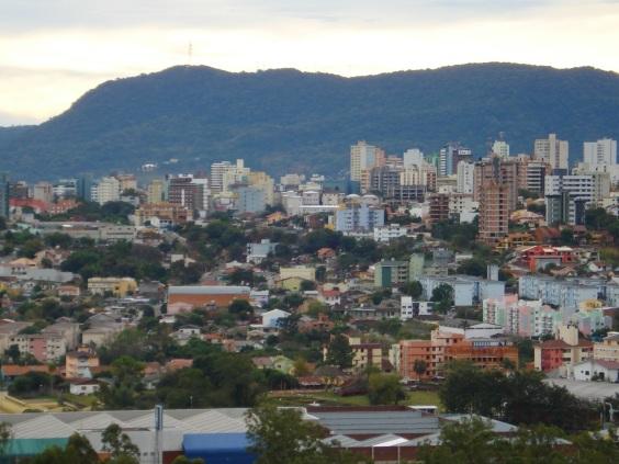 17 de Maio - Vista panorâmica de Santa Maria (RS) a partir do Morro Campestre do Menino Deus.