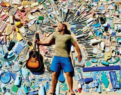 18 de Maio - 1975 — Jack Johnson, cantor estadunidense, capa do site pessoal.