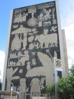 18 de Maio - Fachada lateral da agência do Banco do Brasil de Caruaru, inspirada na xilogravura, arte comum no interior de Pernambuco - Caruaru (PE) 160 Anos.