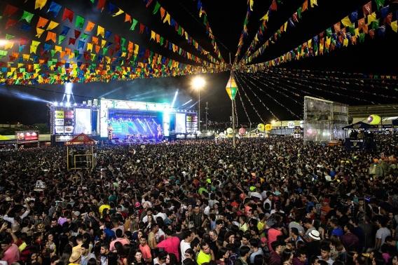 18 de Maio - O São João de Caruaru é a maior festa regional ao ar livre do mundo segundo o Guinness - Caruaru (PE) 160 Anos.