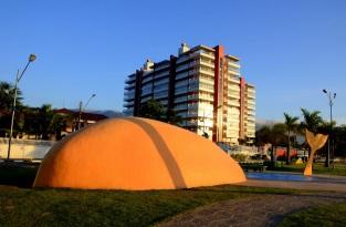 19 de Maio - Escultura do Rabo de Peixe em Bertioga - SP.