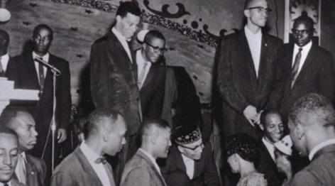 19 de Maio - Malcolm X, Elijah Muhammad e outros membros do Islã.