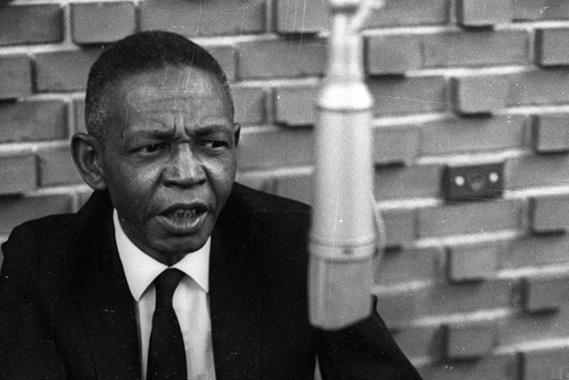 2 de Maio - 1909 – Ataulfo Alves, compositor e cantor brasileiro (m. 1969).