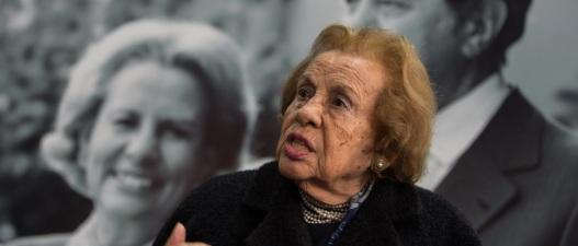 2 de Maio - 1925 – Maria Barroso, atriz e ativista política e social portuguesa (m. 2015).