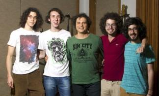 21 de Maio - 1962 – Roberto Frejat, com a banda do filho.