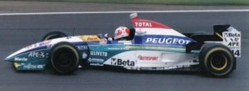 23 de Maio - Barrichello pilotando sua Jordan em 1995.