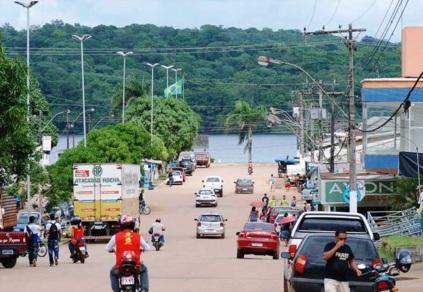 23 de Maio - Rua movimentada da cidade - Oiapoque (AP) 72 Anos.