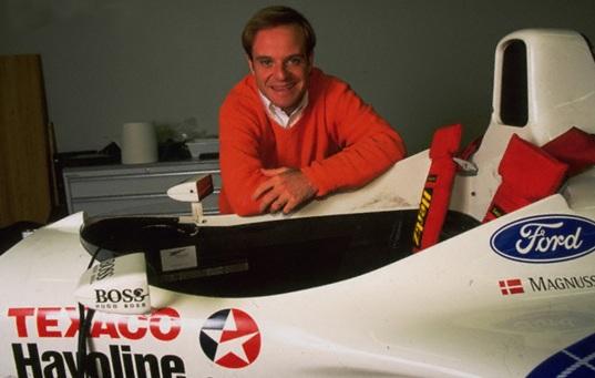 23 de Maio - Rubens Barrichello ao lado do carro.