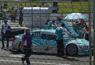 23 de Maio - Rubens Barrichello em 2014, esperando o começo da etapa da Stock Car no Velopark.