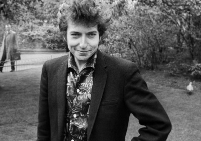 24 de Maio - 1941 – Bob Dylan, músico e compositor norte-americano - at the park, no parque.