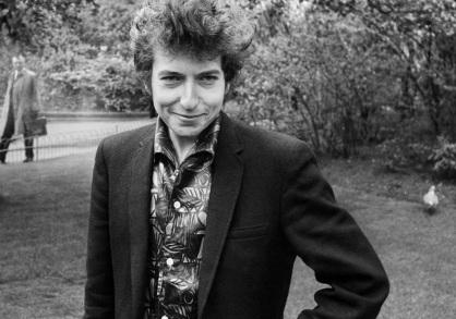 24 de Maio - 1941 – Bob Dylan, músico e compositor norte-americano - at the park, no parque.