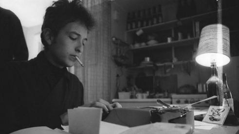 24 de Maio - 1941 – Bob Dylan, músico e compositor norte-americano, escrevendo, escritor, typing, wrting, writer.