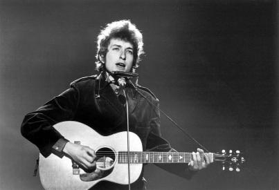 24 de Maio - 1941 – Bob Dylan, músico e compositor norte-americano - on stage, no palco, tocando, playing, cantando, singing, gaita, harmonics, pb, bw, jovem, young.