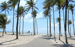 25 de Maio - Paisagem característica nas praias da cidade - Canavieiras (BA)