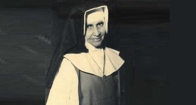 26 de Maio - 1914 – Irmã Dulce, religiosa brasileira - sorrindo.